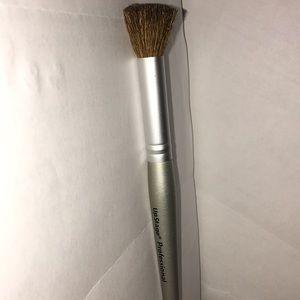 Upstage Professional Angled Contour Blush Brush